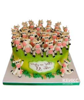 Зеленый торт 33 коровы с фигурками и табличкой