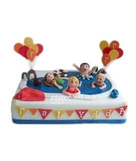 Торт бассейн с плавцами и шариками