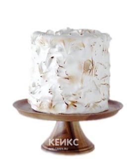 Аппетитный белый торт с поджаренным кремом