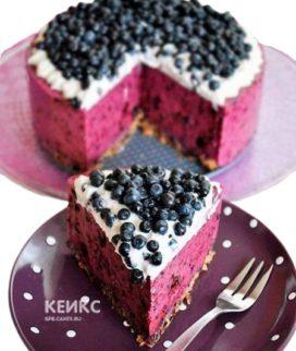 Розовый торт без глютена с черникой