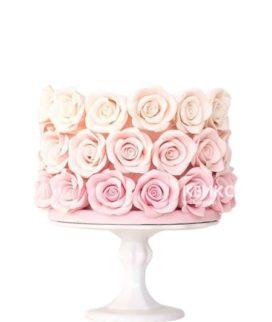 Торт букет с нежными розами из мастики