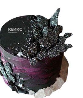 Черный торт с украшениями