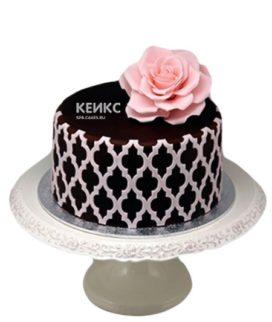 Черный торт с розовым цветком