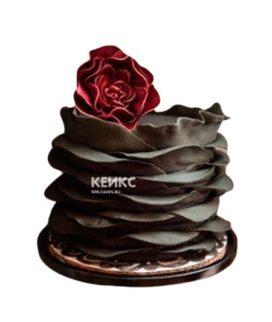 Черный торт с красным цветком