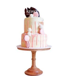 Белый торт девушке на 15 лет с глазурью и розовыми макарунами