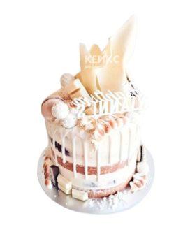 Торт девушке на 15 лет со сладостями из белого шоколада