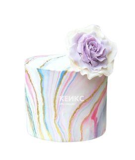 Торт на 15 лет девушке с бело-сиреневым цветком