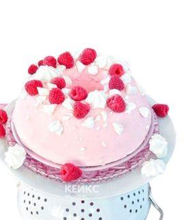 Розовый торт для беременных с малиной
