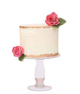Бежевый торт с розами для свекрови