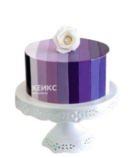 Полосатый фиолетовый торт с цветком