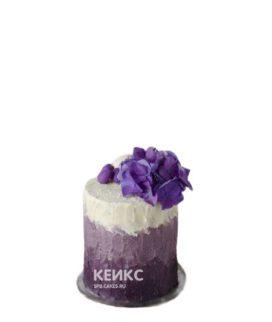 Бело-фиолетовый торт с цветком