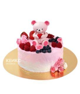 Розовый торт ягодами и мишкой из мастики