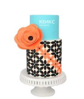 Голубой торт с узорами и цветком