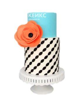 Бело-голубой торт с черным узором