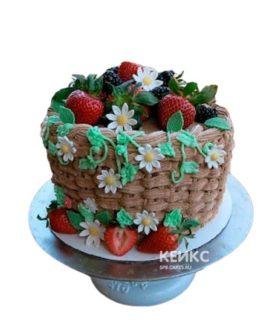 Торт корзина с фруктами, ягодами и белыми цветами