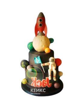 Торт космический корабль с планетами и космонавтом