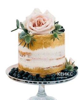 Торт на 8 марта с цветком и ягодами