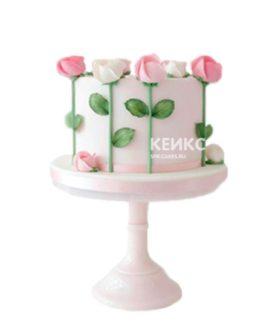Праздничный торт на 8 марта с розами из мастики