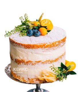 Торт с открытыми коржами и ягодами на день рождения
