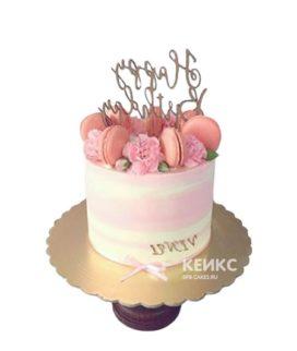 Недорогой торт на юбилей с цветами и надписью