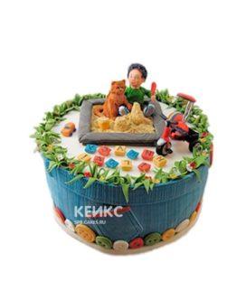 Детский торт в виде песочницы с мальчиком и котом