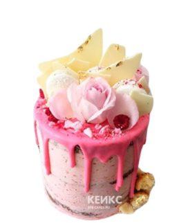 Торт с розовой глазурью и белым шоколадом