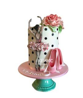 Высокий торт с балериной в нежном оформлении мастикой