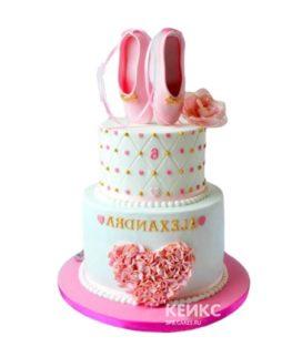 Торт балерина с пуантами и сердечком