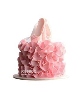 Розовый торт балерина с пуантами