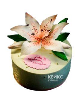 Торт с лилиями и надписью