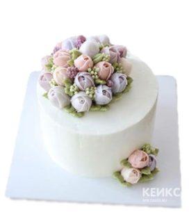 Торт с разноцветными тюльпанами