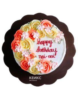 Торт с кремовыми цветами и надписью
