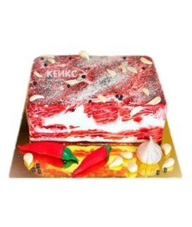 Торт в виде куска сала с перцем и чесноком