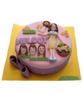 Розовый торт с бантом в горошек для семьи