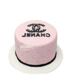 Розовый торт в стиле шанель с эмблемой