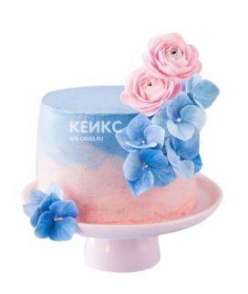 Сине-розовый торт с цветами