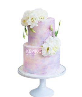 Двухъярусный сиреневый торт с белыми цветами