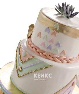 Свадебный торт в стиле бохо с орнаментом и персиковой косой