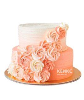 Бело-розовый торт омбре с кремовыми цветами