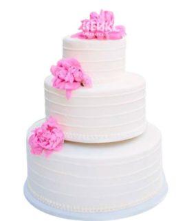 Недорогой свадебный торт с розовыми цветами