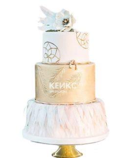 Свадебный торт в стиле бохо с перьями и цветком