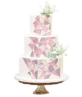 Свадебный торт в стиле бохо с разноцветными осколками