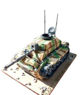 Торт в форме танка с танкистом