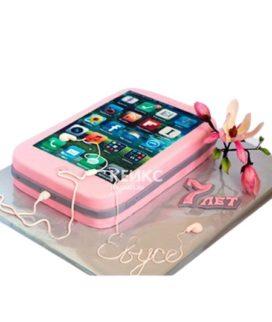 Розовый торт в виде телефона