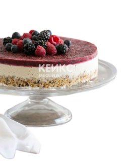 Веганский торт с разными ягодами