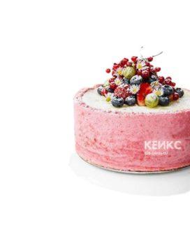 Розовый веганский торт с ягодами