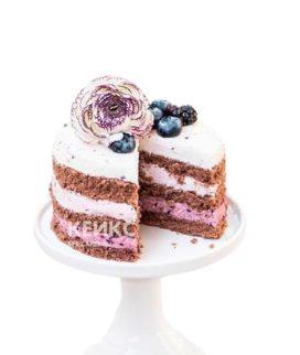 Бело-розовый веганский торт с ягодами и цветком