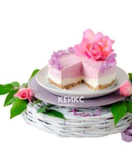 Бело-розовый вегетарианский торт с цветком