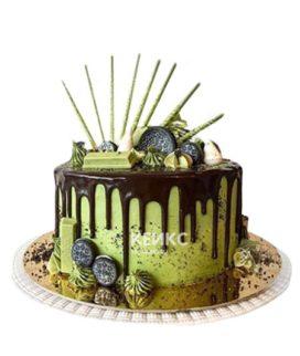 Зеленый торт с шоколадной глазурью и печеньем орео