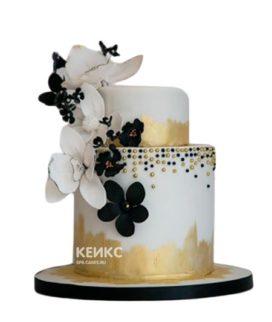 Бело-золотой торт с цветами